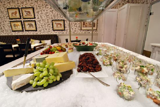 Clarion Collection Hotel Bastion: Complementary eveningbuffet