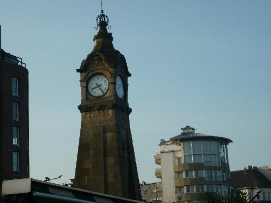 Novum Hotel Excelsior Düsseldorf: Harbour clock tower