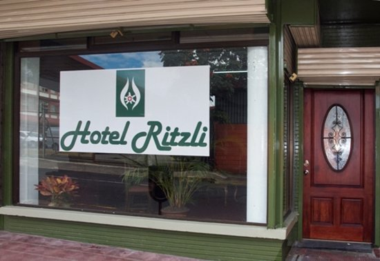 Hotel Ritzli: Front of the building