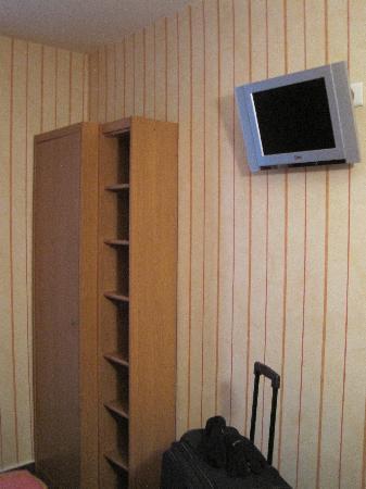 Maison du Pre: Schrank + TV