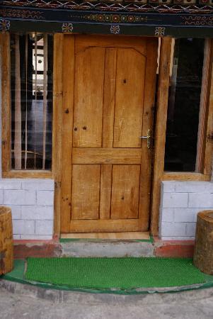 Tandiling Resort: Entrée côté jardin ...