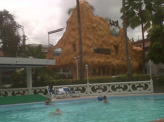 Hotel El Bosque: piscina y discoteca