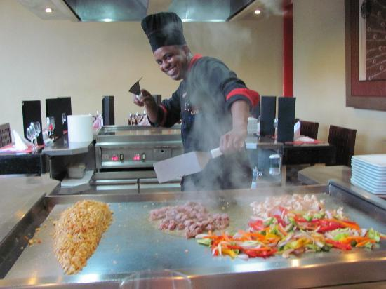 The Royal Suites Turquesa by Palladium: Entertaining chef at the Japanese Restaurant