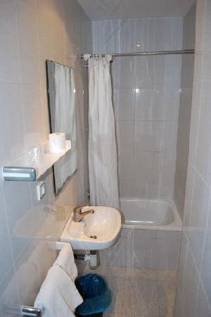 Pension Peiro: shower