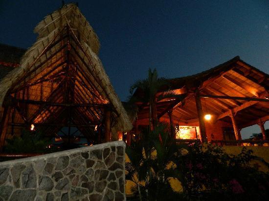 Hacienda Puerta Del Cielo Eco Spa: What a night - views of the volcano