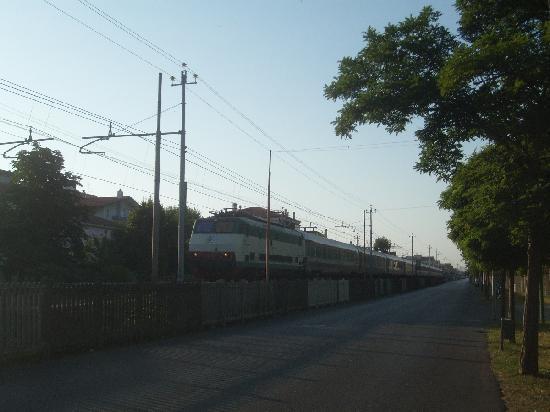 Hotel Telstar: Treno di Trenitalia a Rimini