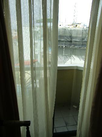 Mookai Hotel: Blick aus dem Fenster auf die Nachbarhäuser
