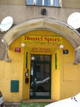 Hostel Sport: The yellow door