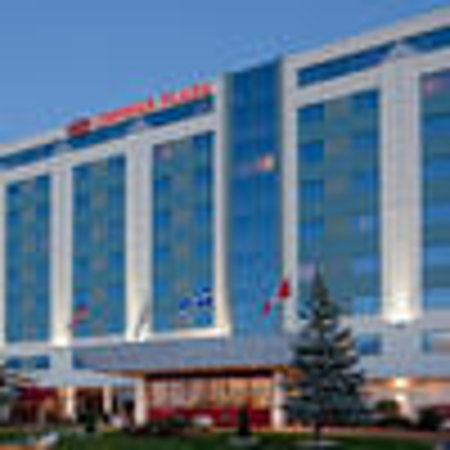 Crowne Plaza Hotel Montreal Airport : Exterior of hotel
