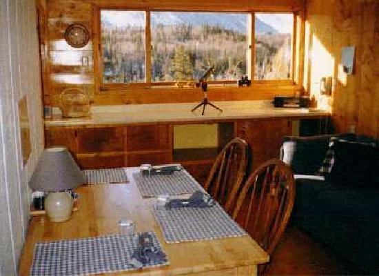 Chickaloon, AK: Dining room overlooking King Mountain