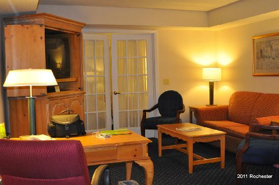 Fairfield Inn & Suites Rochester West/Greece: View of living area of suite
