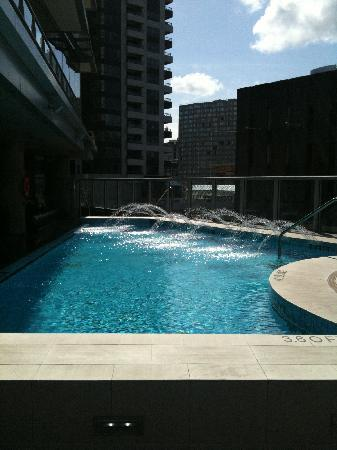 Shangri-La Hotel, Vancouver: small, outdoor pool (meh)