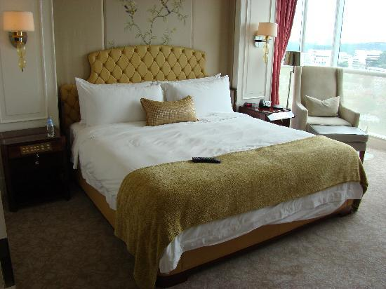 The St. Regis Singapore: King Bed