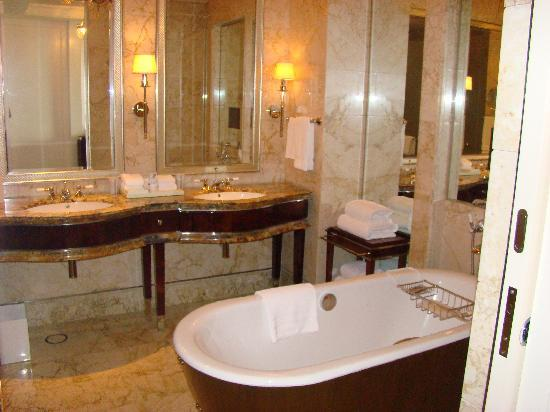 The St. Regis Singapore: Bathroom