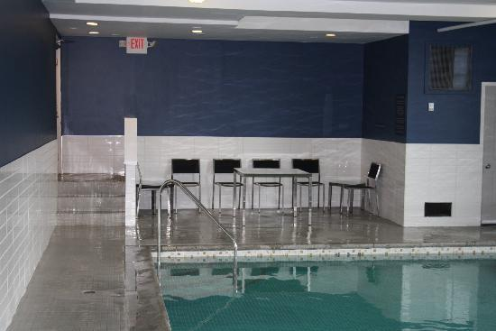 Sandman Inn & Suites Vernon: Renovated Swimming Pool with seating area.