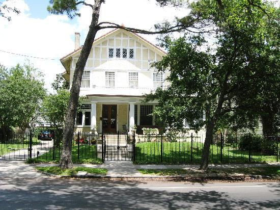 RTA - Streetcars: Garden District house