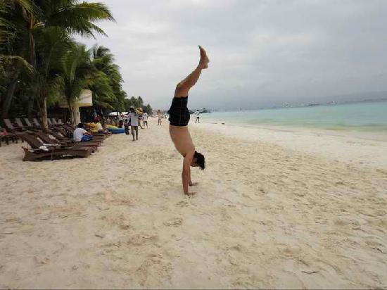 Ambassador in Paradise Resort: handstand