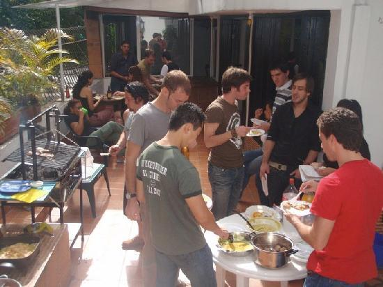 Arcadia Hostel: Greek style barbeques!