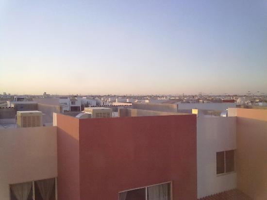 Hampton Inn by Hilton Torreon-Airport Galerias: View over the neighbors, get on level 3 or higher!