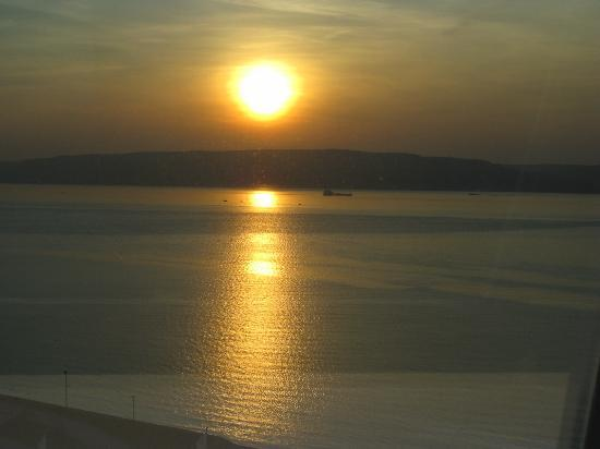 Kolin Hotel: Sunset from room over Dardanelles