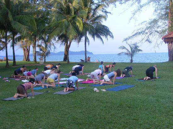 Club Med Cherating Beach: Yoga on the beach front