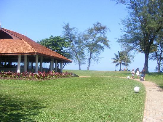 Club Med Cherating Beach: Restaurant at beach