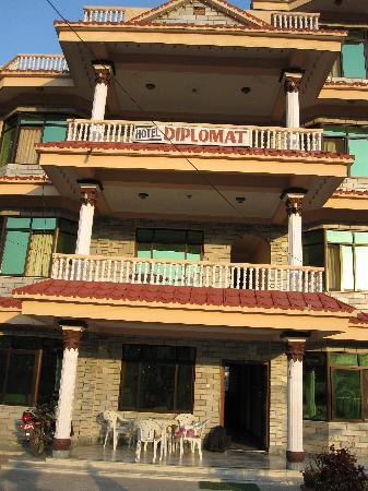 Hotel Diplomat: Front View of the Hotel