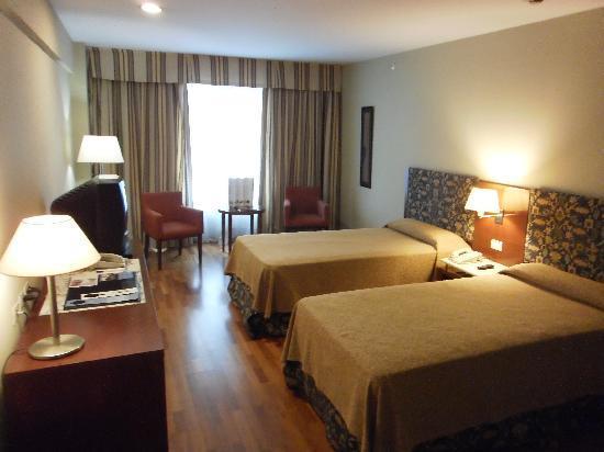 Hotel NH Buenos Aires Latino: Zimmeransicht