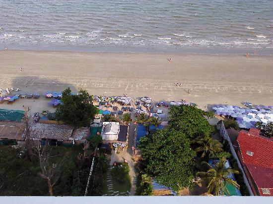 หัวหิน บลูเวฟ บีช รีสอร์ท: Liten kul restaurant på stranden och bra service