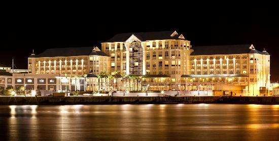 The table bay hotel overlooks the v a waterfront for Table bay hotel quay 6