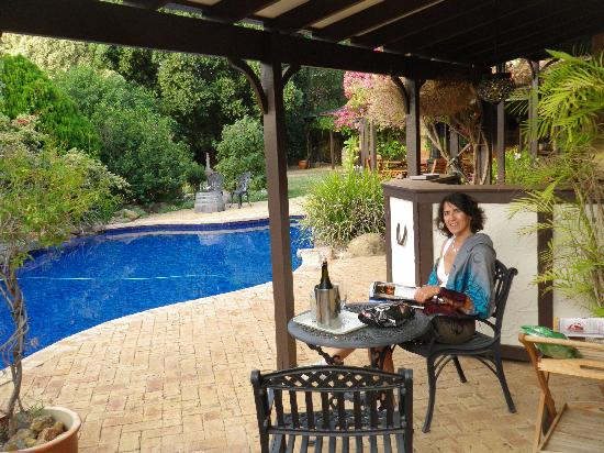 Stocks Country Retreat : sipping champagne by the pool before dinner