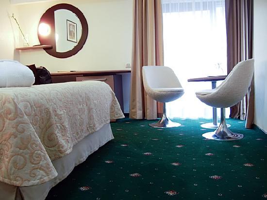 Berthelot: carpet is very clean and soooft
