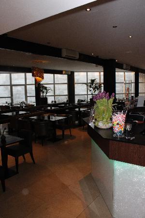 Centro Hotel Ayun: Bar and breakfast room