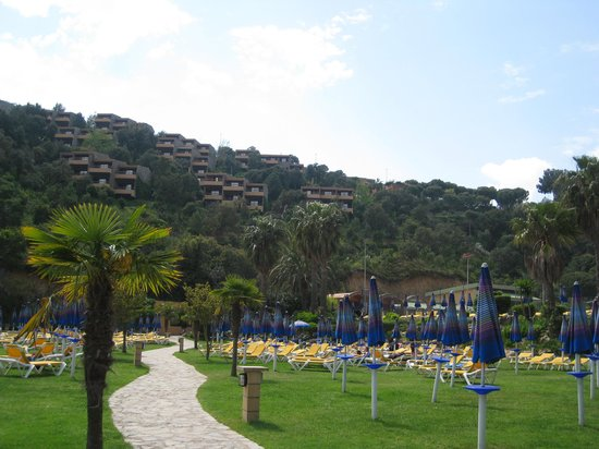 Giverola Resort: view of apartments