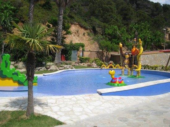 Giverola Resort: kids play area