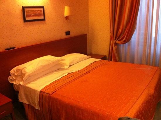 Terni Hotel: clean room!