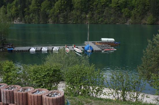 Wahaha Paradise: Il fiume Drau, accessibile dal Wahaha, con le barche cinesi e a motore.