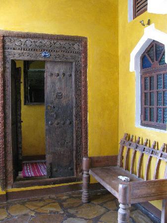Kholle House: Original Zanzibari door