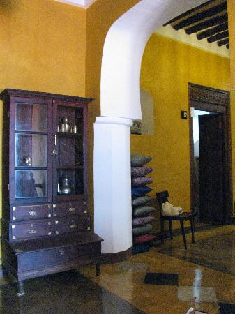 Kholle House: Hallway