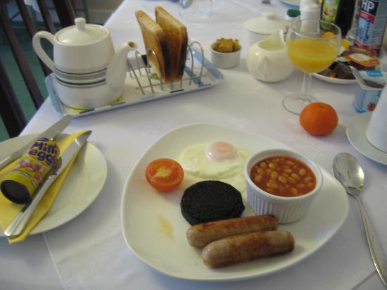 Taransay: Wonderful cooked breakfast...notice my Easter treat on the left hand side of the photo :-)