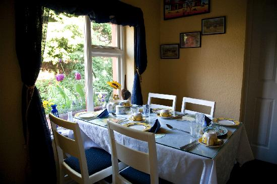 Mystical Rose Bed and Breakfast : Breakfast Room