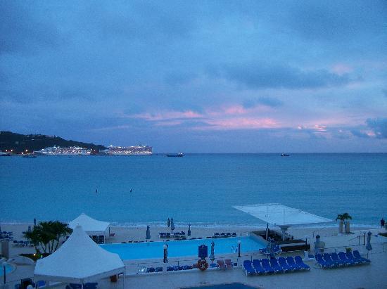 Sonesta Great Bay Beach Resort, Casino & Spa: vue sur les bateaux de croisiere