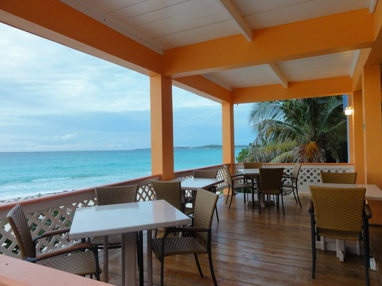Oliver's Seaside Grill: Lounge Seating