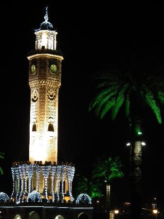Saat Kulesi (Clock Tower): Saat Kulesi by night
