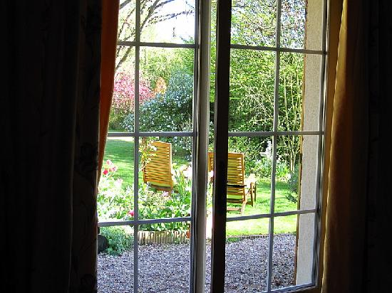 Le Clos Fleuri: Garden view from room