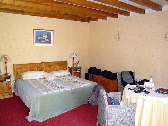 Le Clos Fleuri: Large and comfortable room