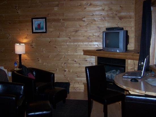 Bear Cove Cottages Resort: Cottage interior