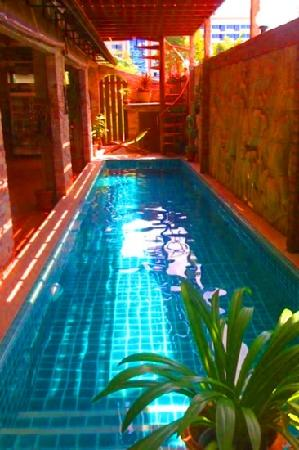 Chang Charlie Inn: cool pool for a dip