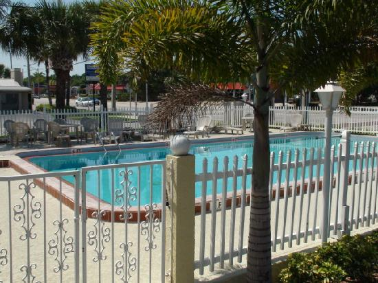 Knights Inn Vero Beach: Swimming pool