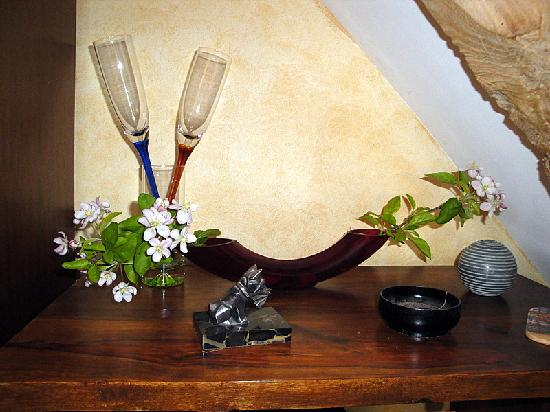 Castel Provence : Nice decorative touches in room